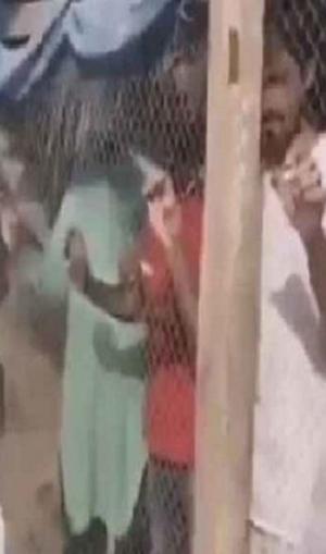 AFC Asian Cup 2019: भारतीय प्रशंसकों को पिंजरे में बंद कर पीटने का वीडियो वायरल