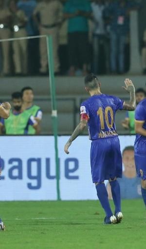 ISL-6 : मुंबई और केरला ब्लास्टर्स ने खेला रोमांचक ड्रॉ, जानें अंक तालिका में अब कहां हैं माैजूद