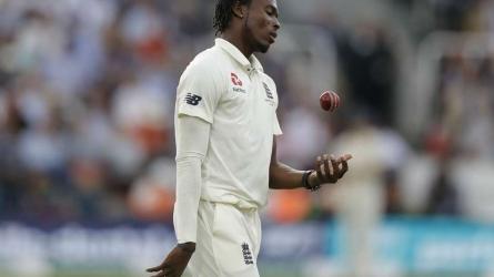 T20 विश्व कप से पहले इंग्लैंड की टीम को लगा दोहरा झटका, साल भर के लिये बाहर हुए जोफ्रा आर्चर