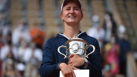 बारबोरा क्रेजसिकोवा ने जीता अपना पहला फ्रेंच ओपन खिताब, अनास्तासिया पावलीयुचेंकोवा को हराया