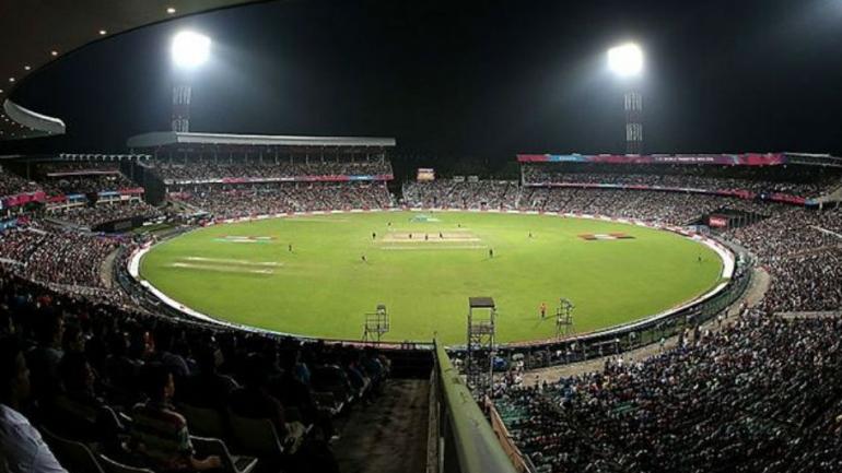 india,bangladesh,night,kolkata,police,थम,टिकट,कालाबाजारी,पुलिस,लोग किये