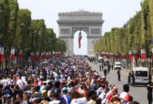 फ्रांस : वर्ल्ड कप फ़ुटबॉल जीतने वाली टीम को सर्वोच्च सम्मान